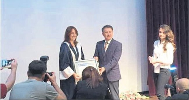 Seda Vatansever'e performans ödülü