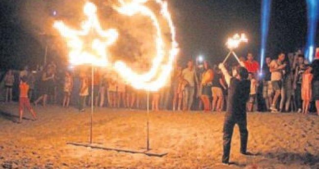 Tatilciler için özel plaj partisi