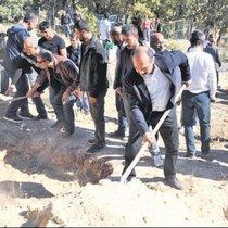 PKK'lı hainleri vekiller gömdü