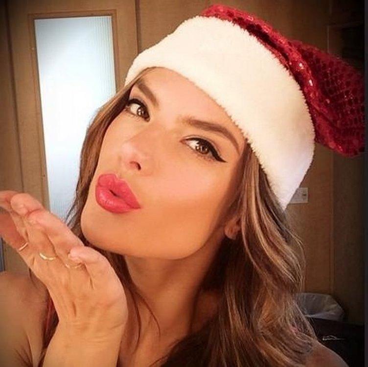 Ünlülerin Noel sevinci