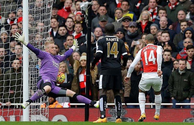 Arsenal, lider Leicester City'i son dakika golüyle yıktı