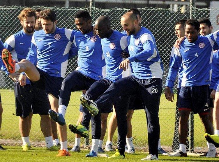 Seedorf, Süper Lig'e geliyor