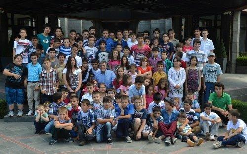 Gül'den çocuklara bayram harçlığı