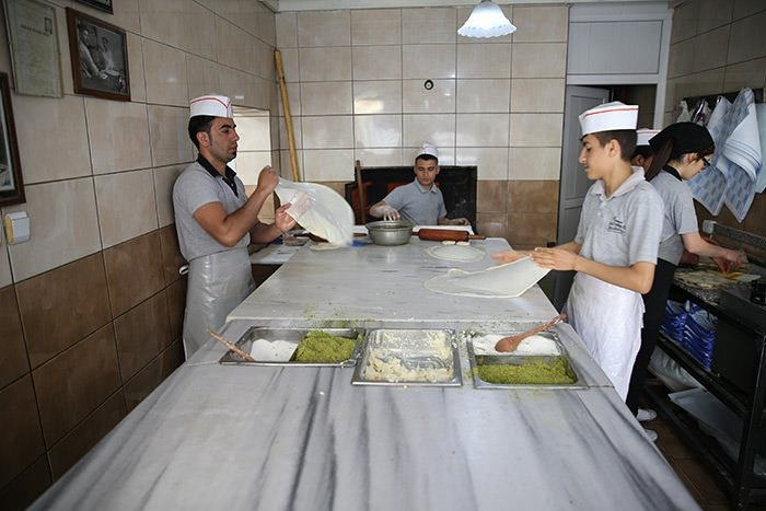 Gaziantep'in katmeri turistlerin ilgi odağı