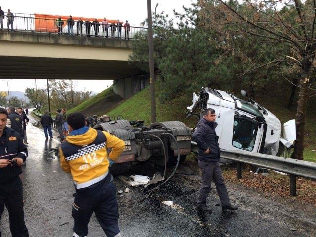 TIR, yolcu otobüsüne çarptı: 28 yaralı