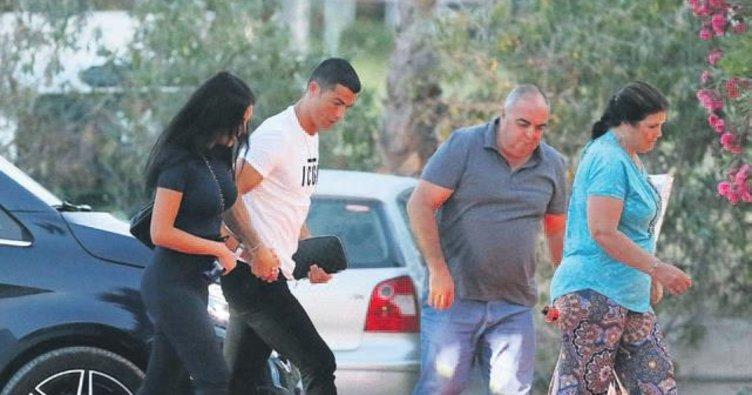 Baba Ronaldo sevgilisiyle ortaya çıktı