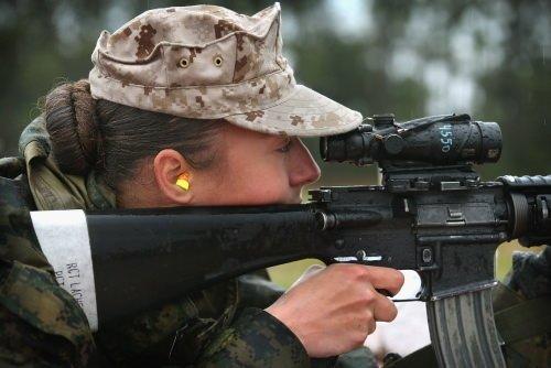 Kadın askerlere zorlu eğitim