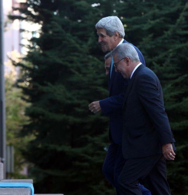 Kerry'nin ekibiyle 'kapı' krizi!