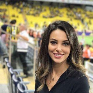 Güzel oyuncu Tuvana Türkay futbolcu sevgilisine uğurlu geldi!