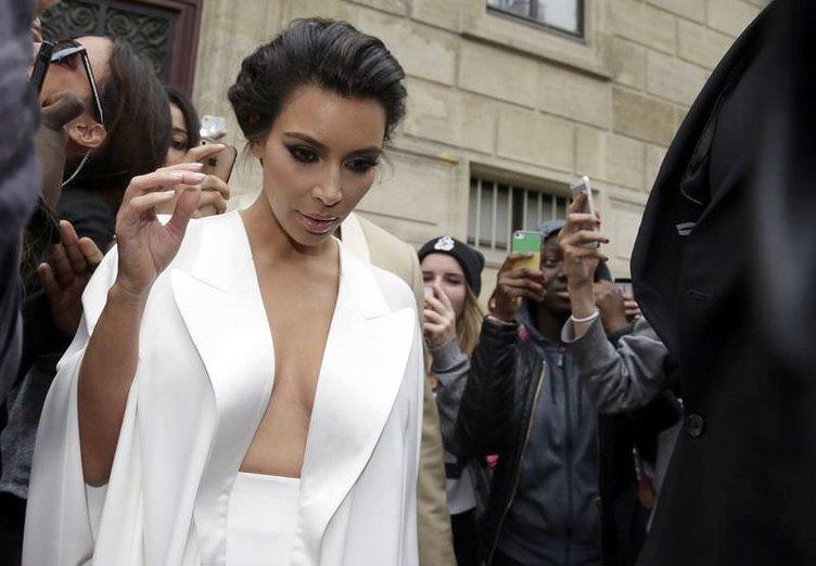 Kim Kardashian ile Kanye West evlendi