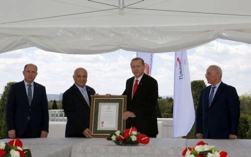 Cumhurbaşkanı Erdoğan'dan kan bağışı çadırına ziyaret