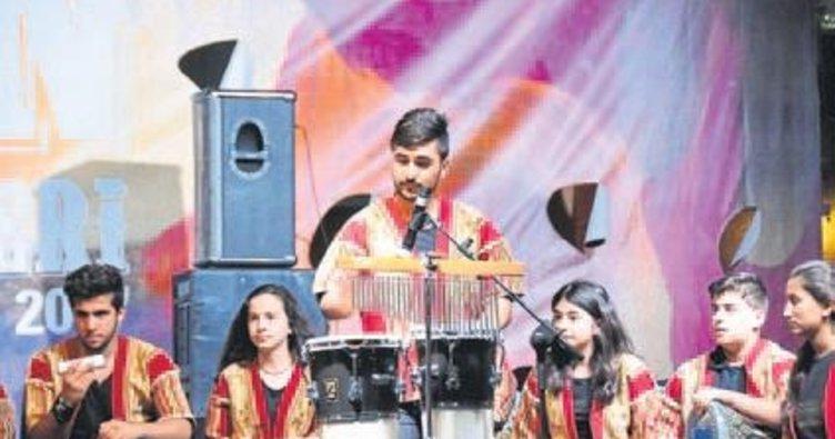 Suriyeli çocuklardan unutulmaz konser