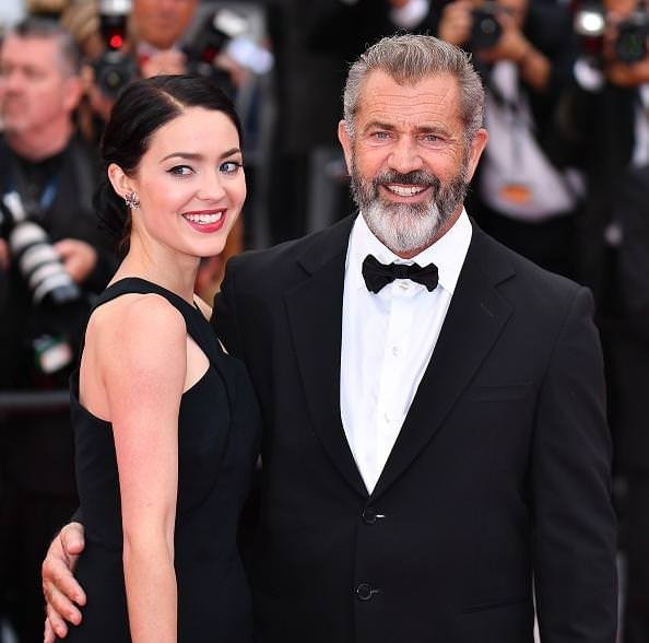 Ünlü aktör 60 yaşında dokuzuncu kez baba oluyor