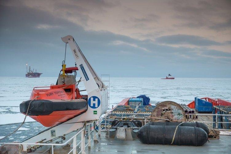 Rusya'nın kutuplardaki ilk petrol platformu ''Prirazlomnaya''.
