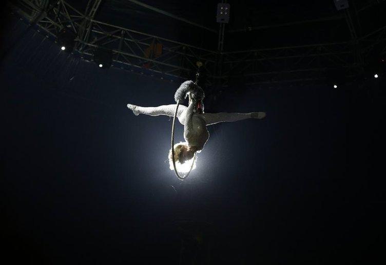 Gündüz hemşire, gece akrobat