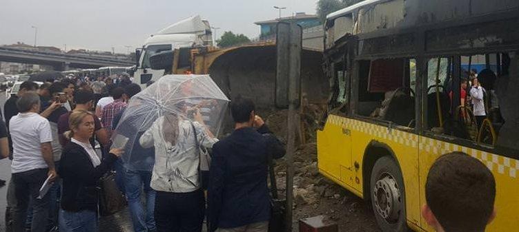 Hafriyat kamyonu Metrobüs yoluna girdi!