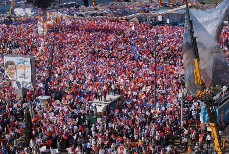 Davutoğlu İzmir'de muhteşem kalabalığa seslendi