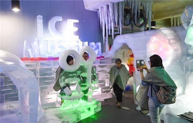 Buz müzesi görenleri büyülüyor