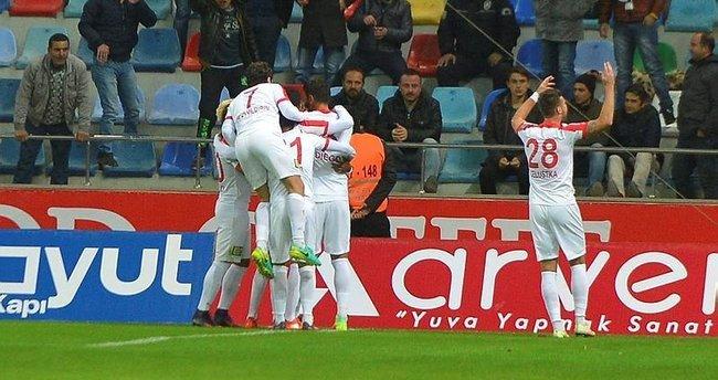 Antalyaspor ilk galibiyetini aldı