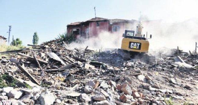 Belediyelerden yıkıma devam
