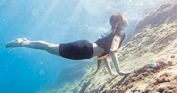 Su altında yoga