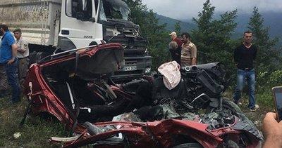Artvin'de otomobil ile kamyon çarpıştı: 3 ölü, 3 yaralı
