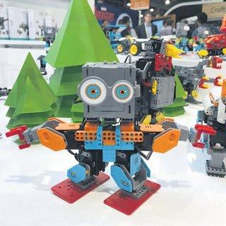 Çocuk ve müşteri dostu robotlar