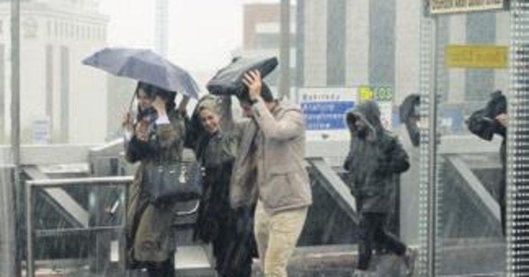Trafiğe yağmur engeli
