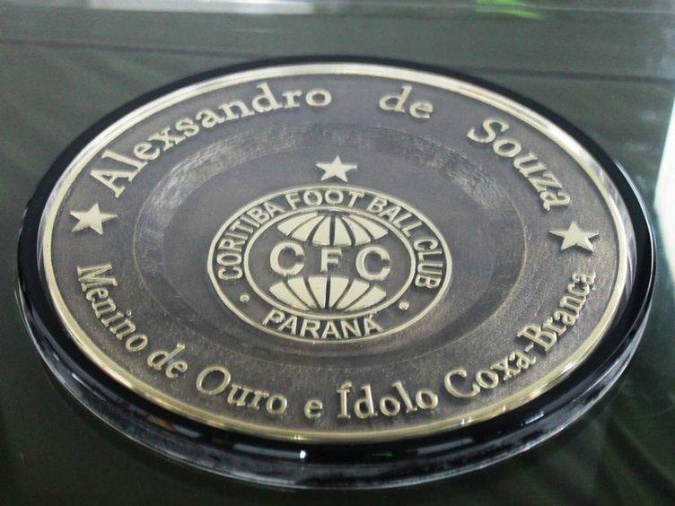 Alex de Souza futbola veda etti
