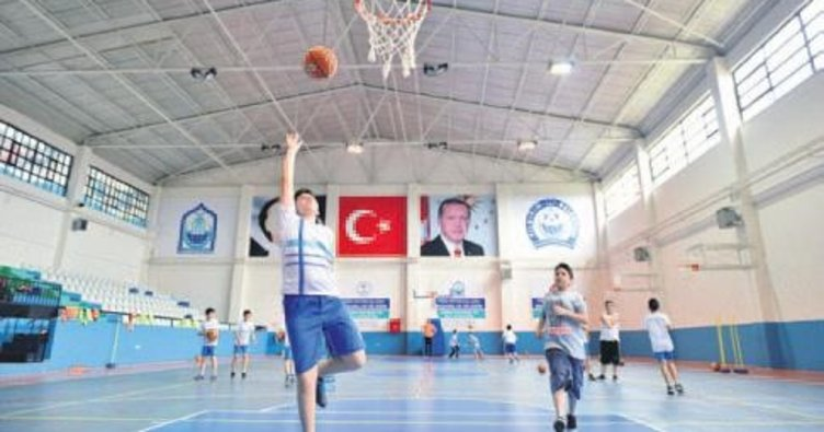 Öğrenciler yaz tatilini spor yaparak geçiriyor