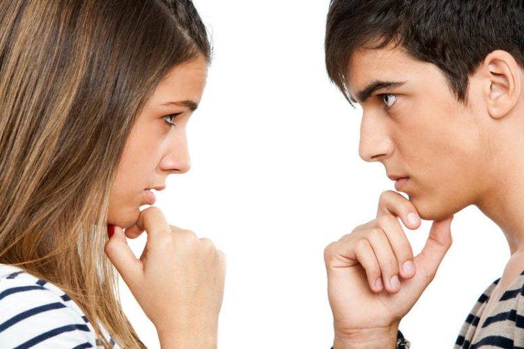Karşınızdaki Kişinin Yüzünüze Baka Baka Yalan Söylediğini Anlamanın 16 Yolu