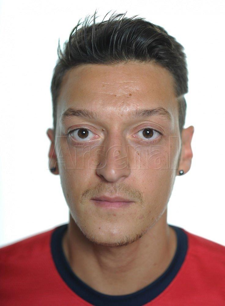 Mesut Özil Arsenal formasını giydi