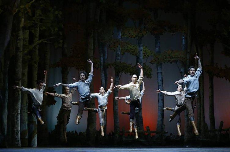 Yevgeni Onyegin opera sahnesinde