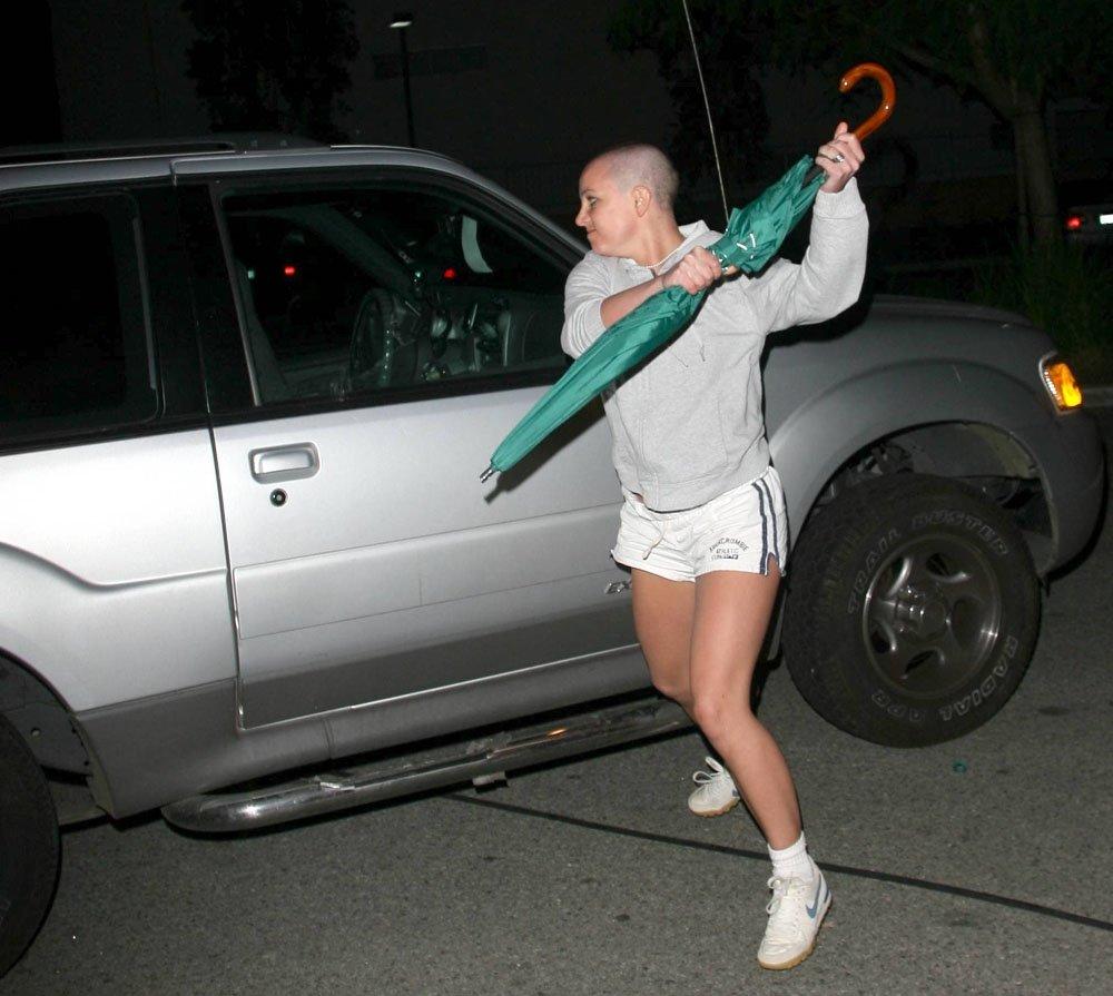 Britney Spears'ın olay şemsiyesi açık arttırma ile satılıyor