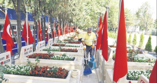 Mezarlıklar bayram ziyaretine hazırlandı