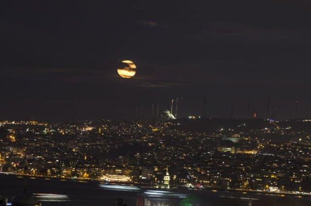 Türkiye'de 'Süper Ay' böyle görüntülendi