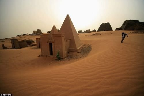 Çölün ortasında kayıp bir şehir: Meroe Piramitleri