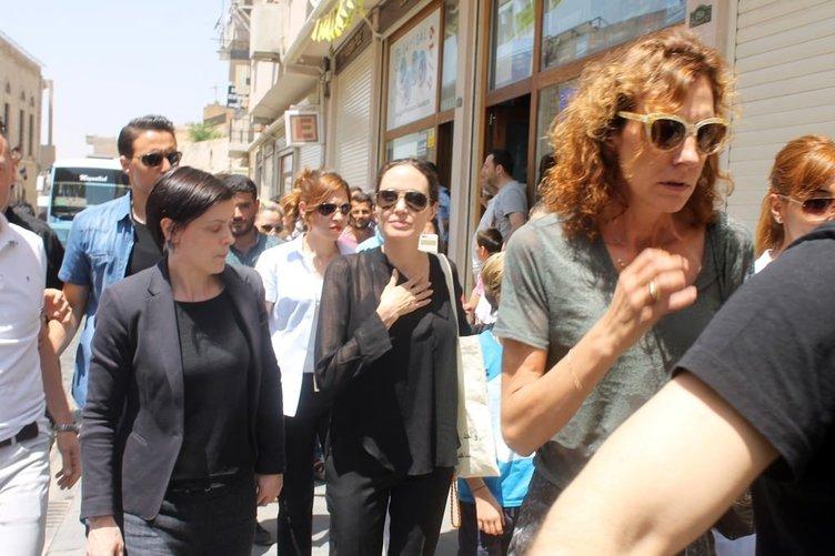 Angelina Jolie Mardin sokaklarında