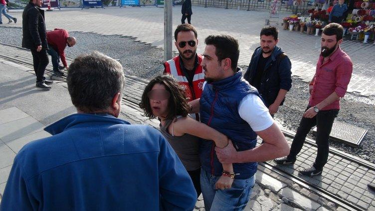 Bıçaklı kız Taksim Meydanı'nı karıştırdı!