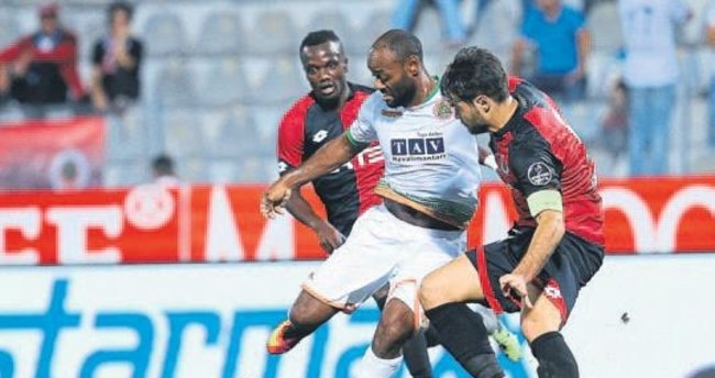 Alanyaspor'da 2 Türk oynadı