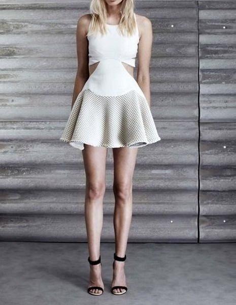 Kadınların yeni favorisi cut out elbiseler