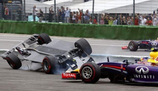 Formula 1'de feci kaza!