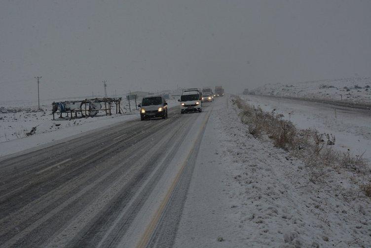 Siverek-Diyarbakır karayolu kar nedeniyle kapandı