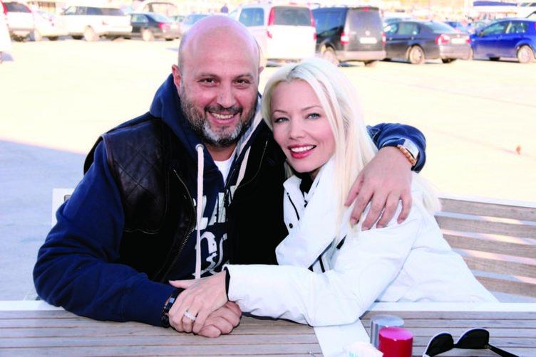10 yıllık eski eşinin yeni aşkı kıskanç çıktı!