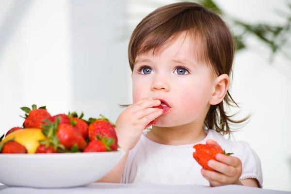 Çocuk büyütürken meyveleri unutmayın!