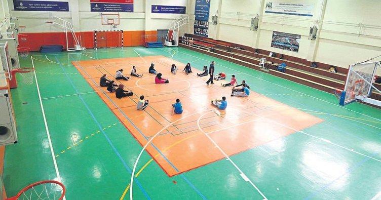 İzmir'de her okul birer spor kulübü olacak