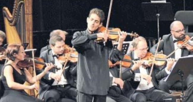 Genç sanatçıdan büyüleyen konser