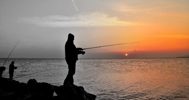 Denize düşen balıkçı boğuldu