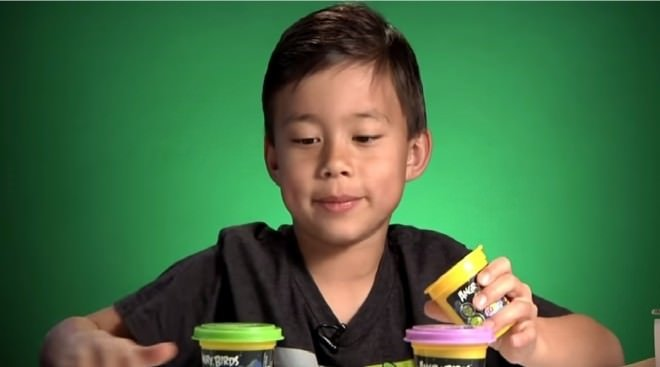 9 yaşında YouTube'tan milyon dolarlar kazanıyor