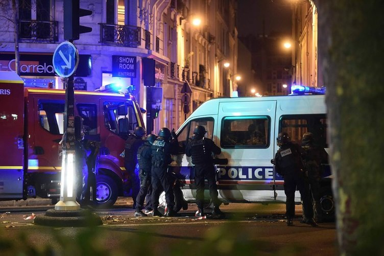 Paris'te farklı noktalara kanlı saldırı